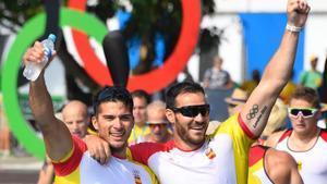 Saúl Craviotto y Cristian Toro celebran su medalla de oro en Río-2016.