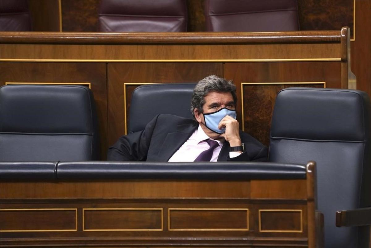 El ministro de Inclusión y Seguridad Social, José Luis Escrivá, en el Pleno del congreso de los Diputados .