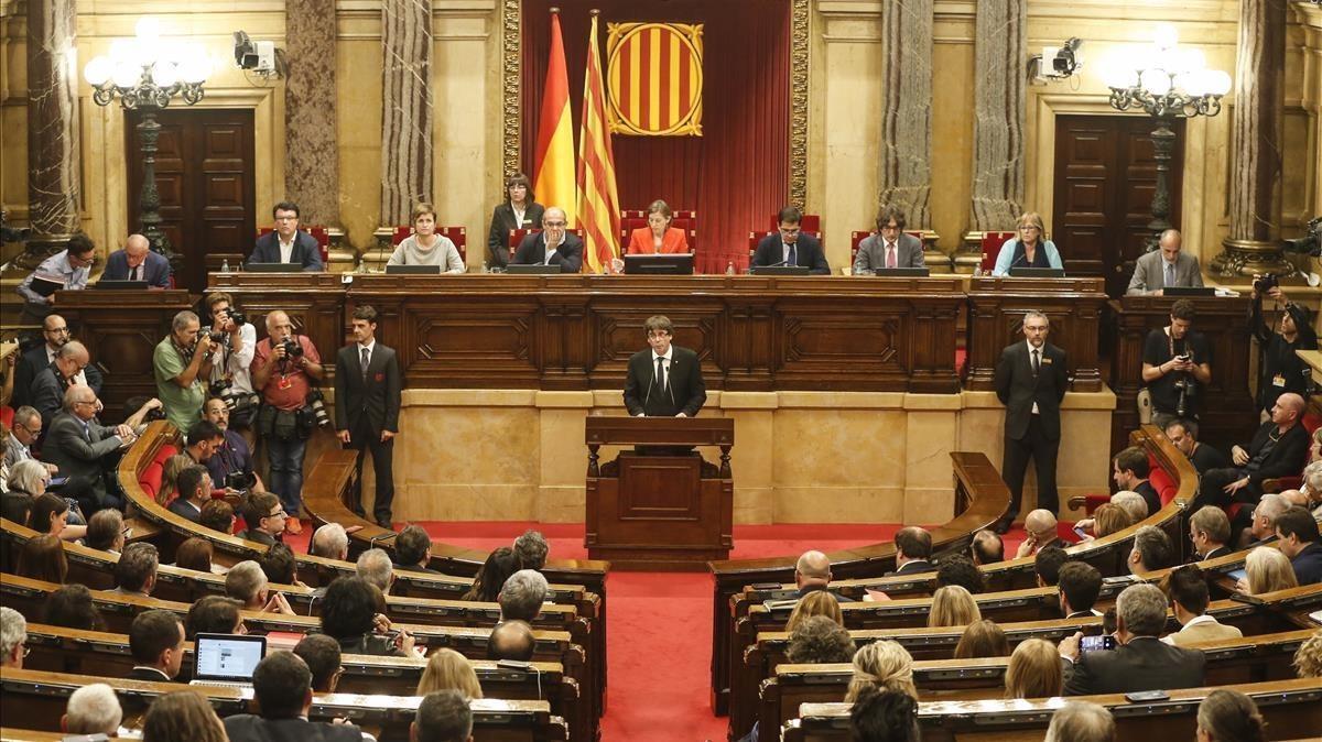 El 'president' Carles Puigdemont interviene en el Parlament, el pasado 10 de octubre.