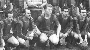 La celebre delantera del Barça inmortalizada por Serrat: de izquierda a derecha, Basora, César, Kubala, Moreno y Manchón.