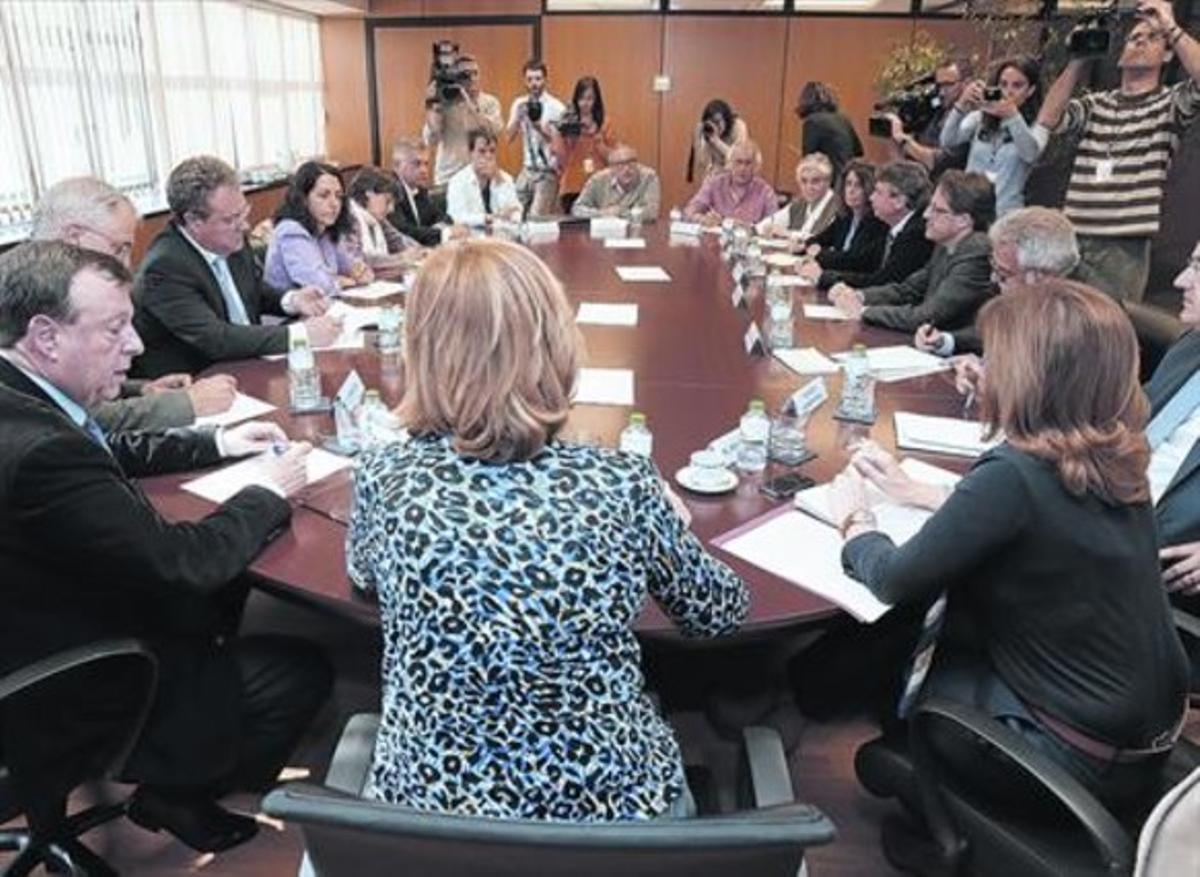 Mas y Navarro se entrevistan para rebajar la tensión