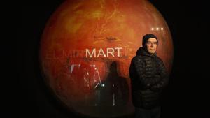 Juan Insua, fotografiado en la exposición del CCCB.