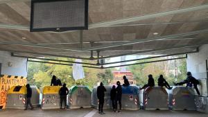 Piquete a la salida de la estación de FGC de la UAB