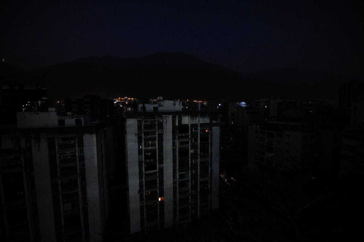 Apagón en Venezeula deja sin electricidad a la población.