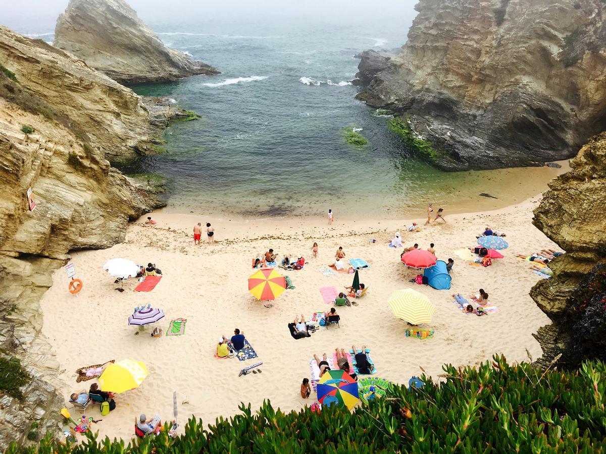 La playa de Porto Covo, en Portugal.