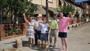 Vecinos del pasaje de Santa Eulàlia celebran al desafectación de sus fincastras 40 años amenazados.
