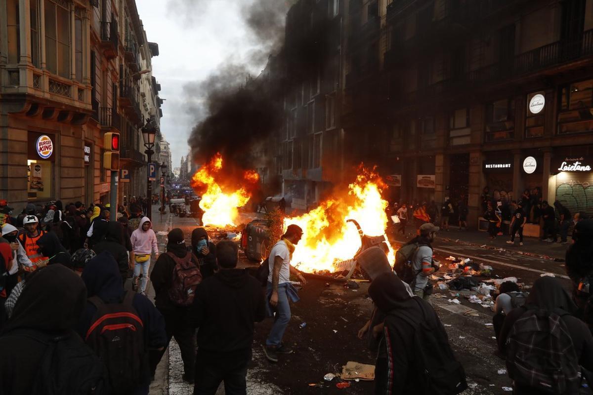 Barricadas en una de las calles de Barcelona.