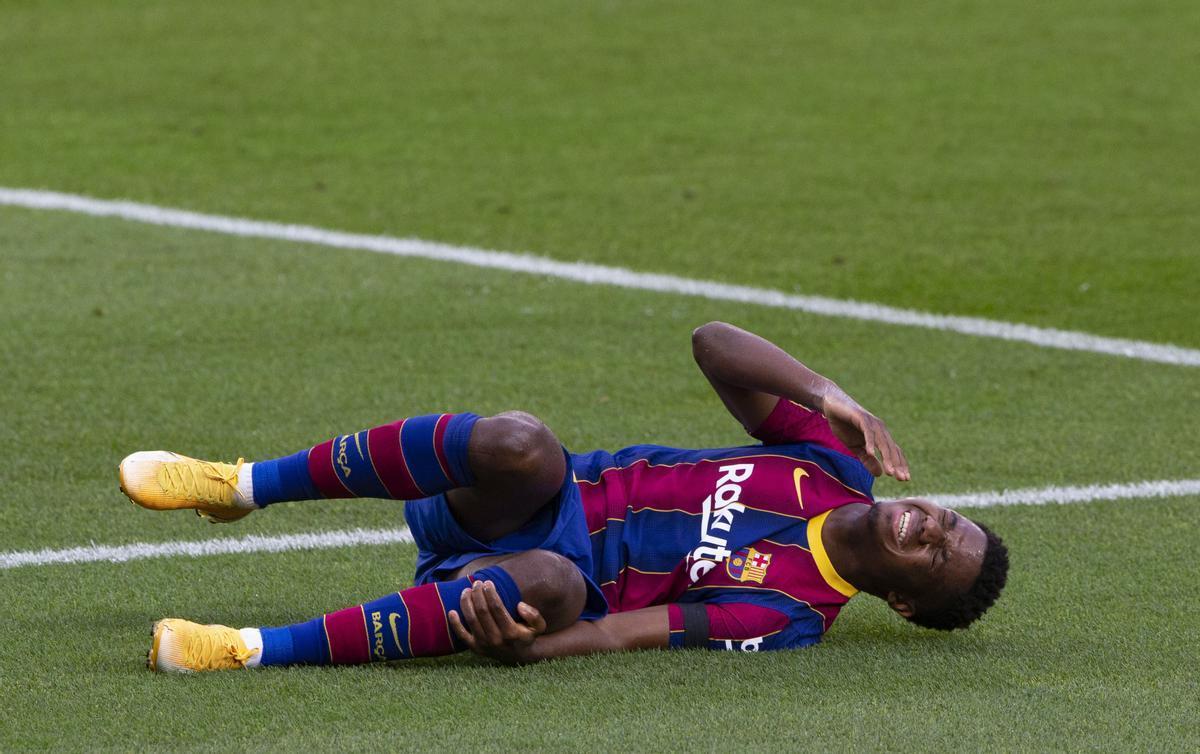 Ansu Fati sufrió una grave lesión de rodilla ante el Betis en el Camp Nou.