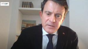 Valls, se conecta con el pleno municipal de Barcelona desde su casa en París, este viernes.