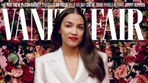 La congresista Alexandria Ocasio-Cortez, con un traje de Aliétte en la portada de diciembre de 'Vanity Fair'.