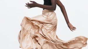 Una de las faldas de Zara que ya incluyen los nuevos tallajes para todos los cuerpos.