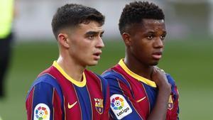Pedri y Ansu Fati, en el clásico con el Madrid en el Camp Nou.