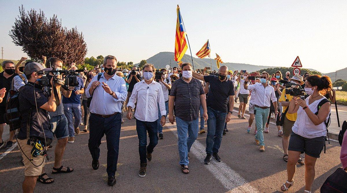 De izquierda a derecha,Joaquim Forn, Jordi Cuixart, Oriol Junqueras y Raül Romeva, antes de su nuevo ingreso en la prisión de Llenoders, el pasado 28 de julio.