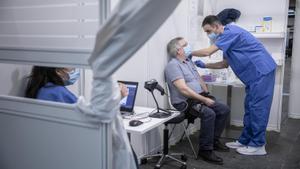 Vacunación contra el covid-19 este lunes en la Fira de Barcelona.