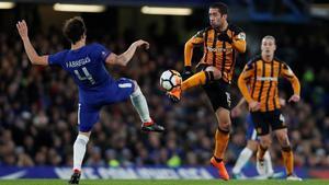 Cesc durante el partido contra el Hull, que se disputó en Stamford Bridge.