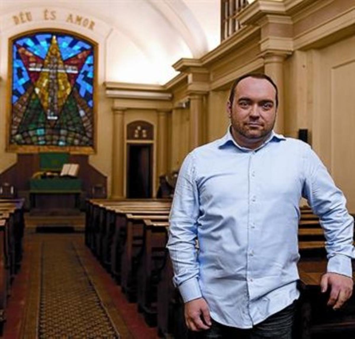 Ángel Llorent, en la Iglesia Envangélica en el Raval de Barcelona.