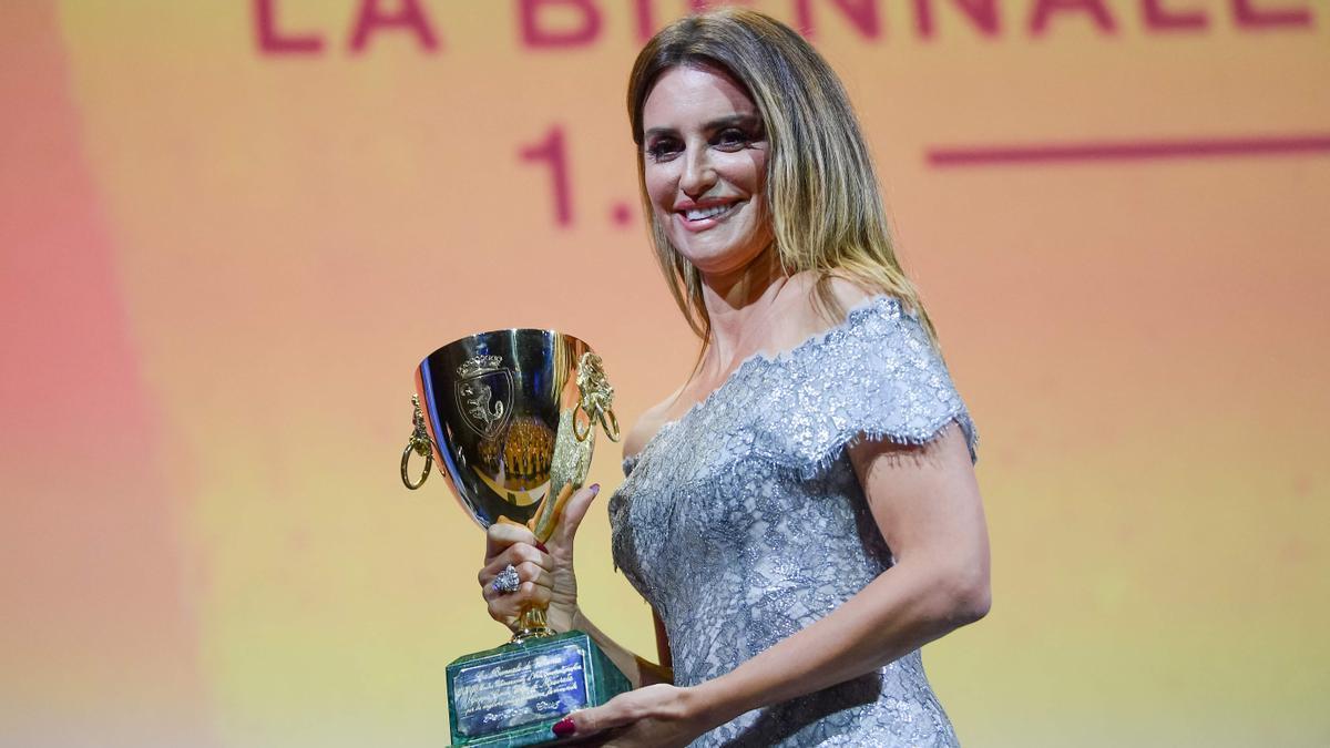 Penélope Cruz gana la Copa Volpi a la mejor actriz del festival de Venecia,