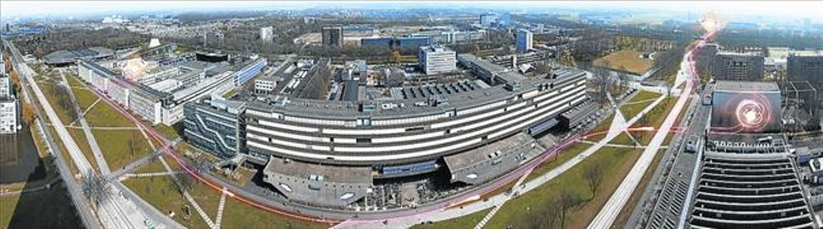 Campus de la Universitat de Delft (Països Baixos) amb una representació de l'experiment d'entrellaçament.
