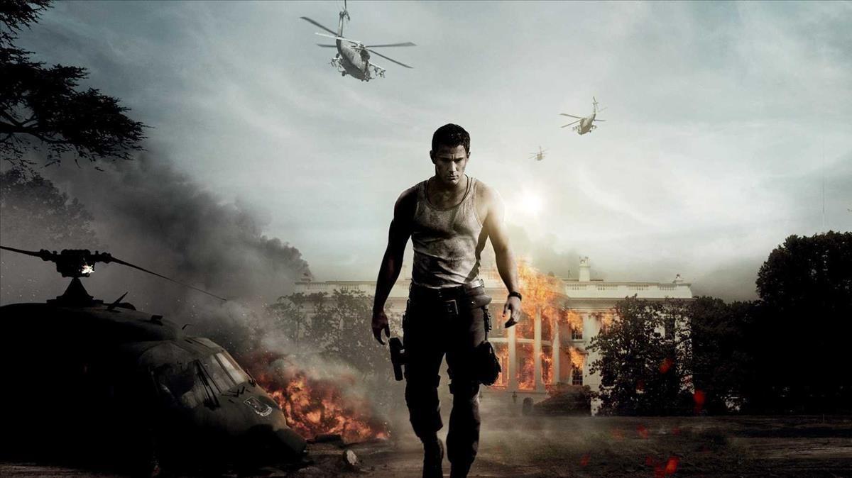 Channing Tatum ante la Casa Blanca en llamas en una imagen de 'Asalto al poder'.