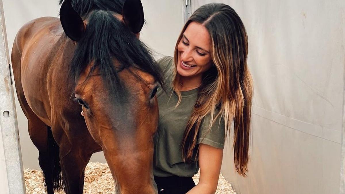 Jessica Springsteen, hija del 'Boss', acaricia su caballo