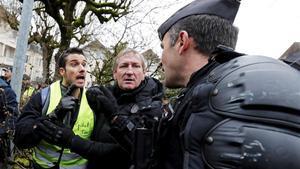 Els 'armilles grogues' surten al carrer malgrat el diàleg amb Macron