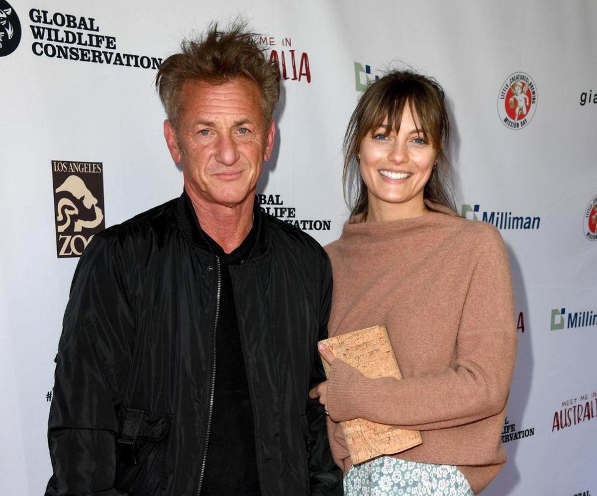 Sean Penn junto a su novia, la también actriz Leia George, en el acto benéfico por la fauna de Australia celebrado ayer, en el zoo de Los Ángeles.