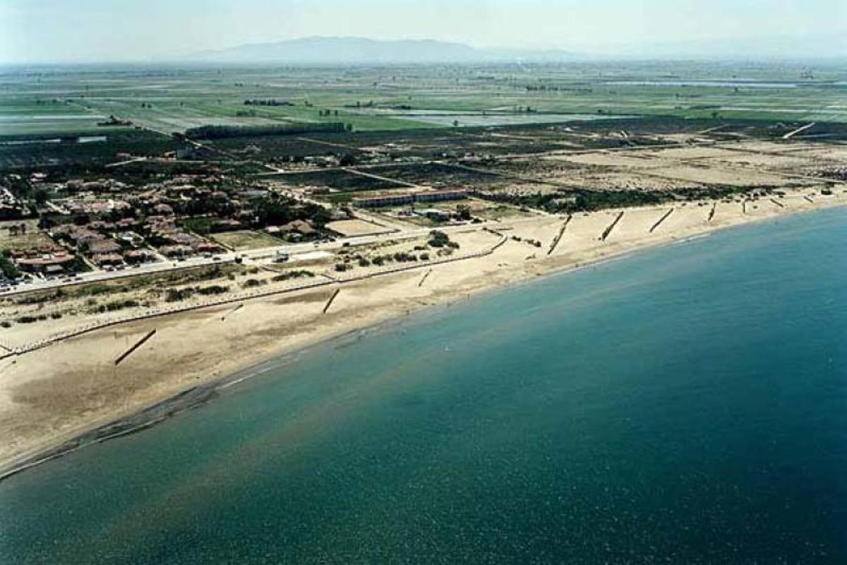 Mor ofegat un banyista a la platja Riumar de Deltebre