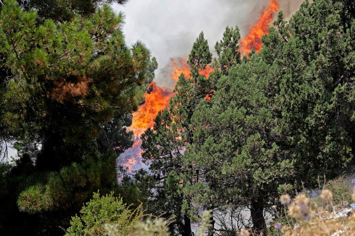 Incendio en Qubayyat en la remota región de Akkar, en el norte de Líbano