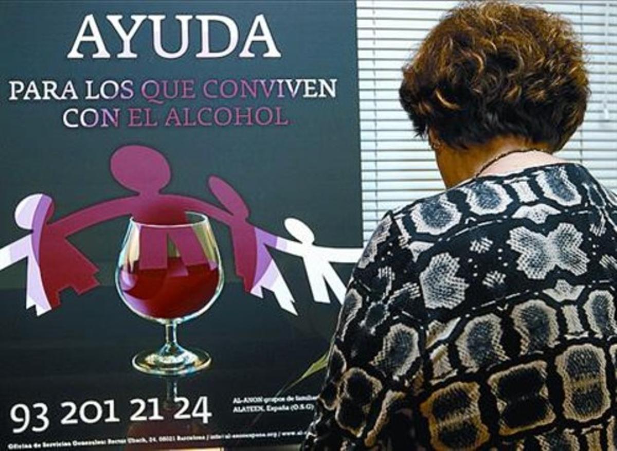 María C.: «El alcohólico está pegado a la botella, y uno, pegado a él»