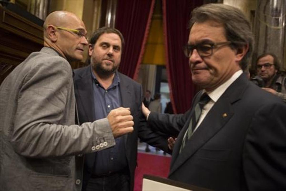 Raül Romeva, Oriol Junqueras y Artur Mas al terminar una sesión del Parlament.