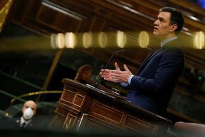 MADRID, 09/04/2020.- El presidente del Gobierno, Pedro Sánchez, durante su intervención en el pleno del Congreso celebrado este jueves para aprobar una nueva prórroga del estado de alarma, en un debate en el que también se abordará la nueva fase que se abrirá en las próximas semanas con el levantamiento progresivo de las restricciones a la movilidad por el coronavirus. EFE/Mariscal POOL
