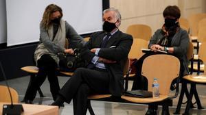 Bárcenas vuelve al banquillo por los pagos en b del PP. En la foto Luis Bárcenas durante el juicio.