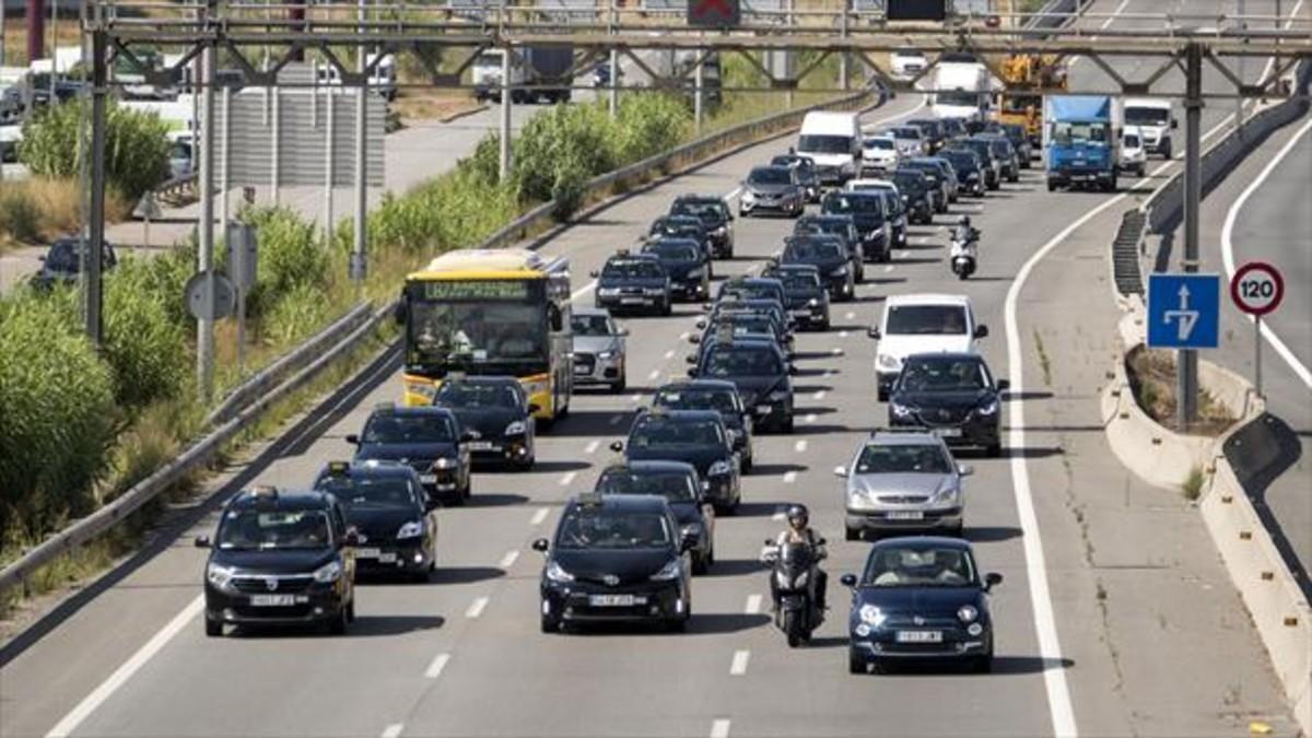 Marcha lenta de taxistas en la autovía de Castelldefels, el añopasado.