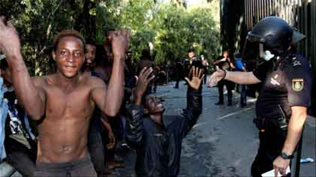 700 migrantes saltan la valla de Ceuta.