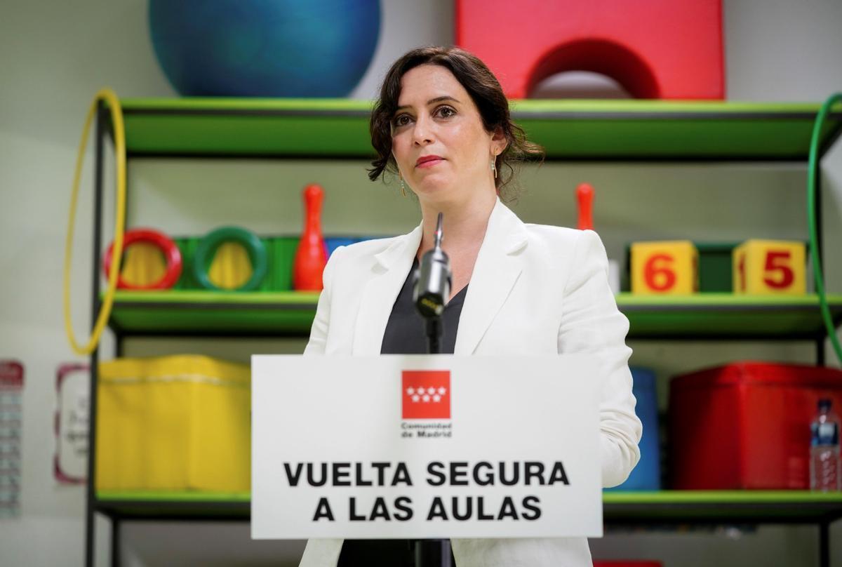 Mestres sense vacunar: el Govern Ayuso culpa el Govern Sánchez en cartes oficials