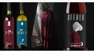 Imagen de las botellas de vino de la serie 'El cuento de la criada' que han sido retiradas.