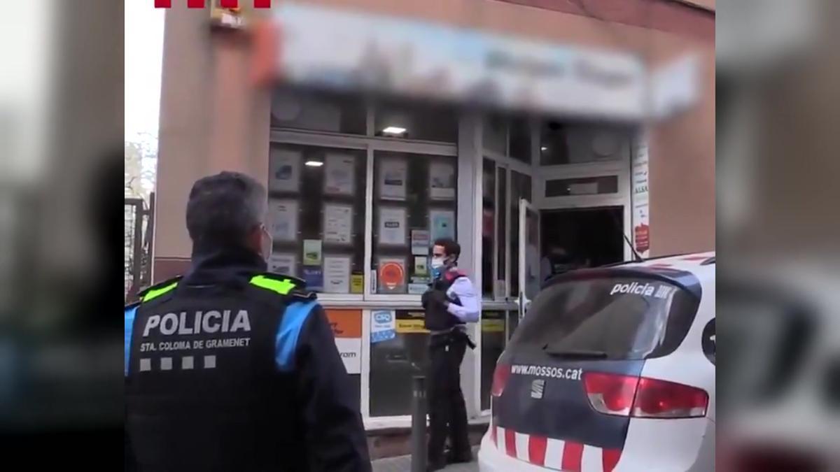 Detectadas en Mataró y Santa Coloma de Gramenet dos agencias de viajes que falsificaban PCR para clientes que querían viajar.