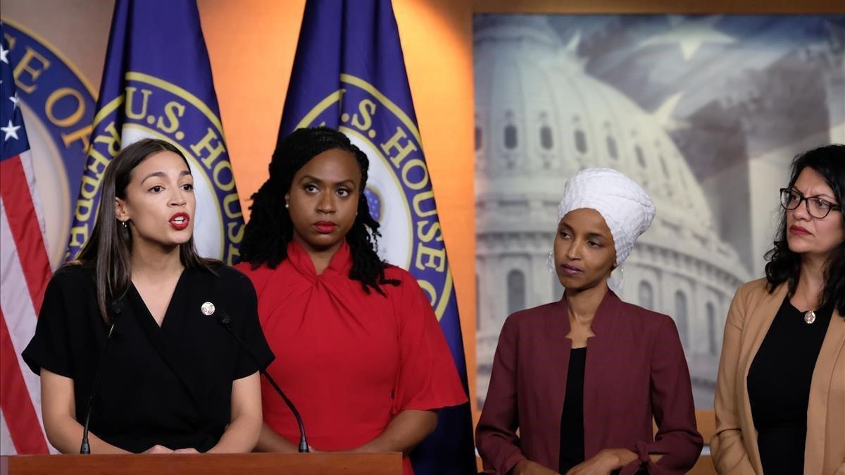 Alexandria Ocasio-Cortez, Ayanna Pressley, Rashida Tlaib e Ilhan Omar, durante una rueda de prensa en el Capitol, en Washington.