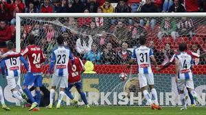 El Espanyol logra un punto insuficiente en Gijón antes del derbi contra el Barça