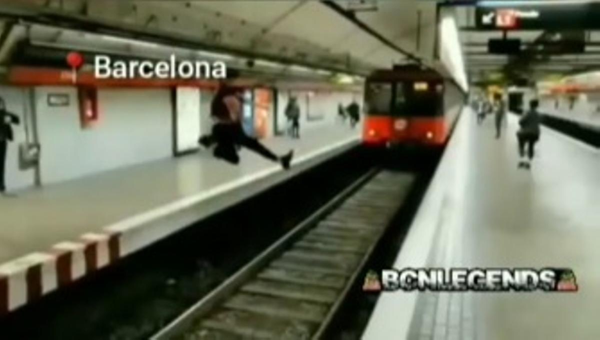 Vídeo | El salt temerari d'un jove al metro de Barcelona