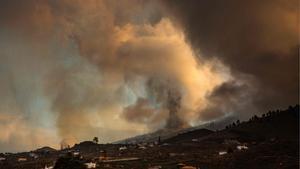 El volcán de La Palma ha emitido entre 6.000 y 9.000 toneladas de dióxido de azufre. En la imagen, la Cumbre Vieja de La Palma.