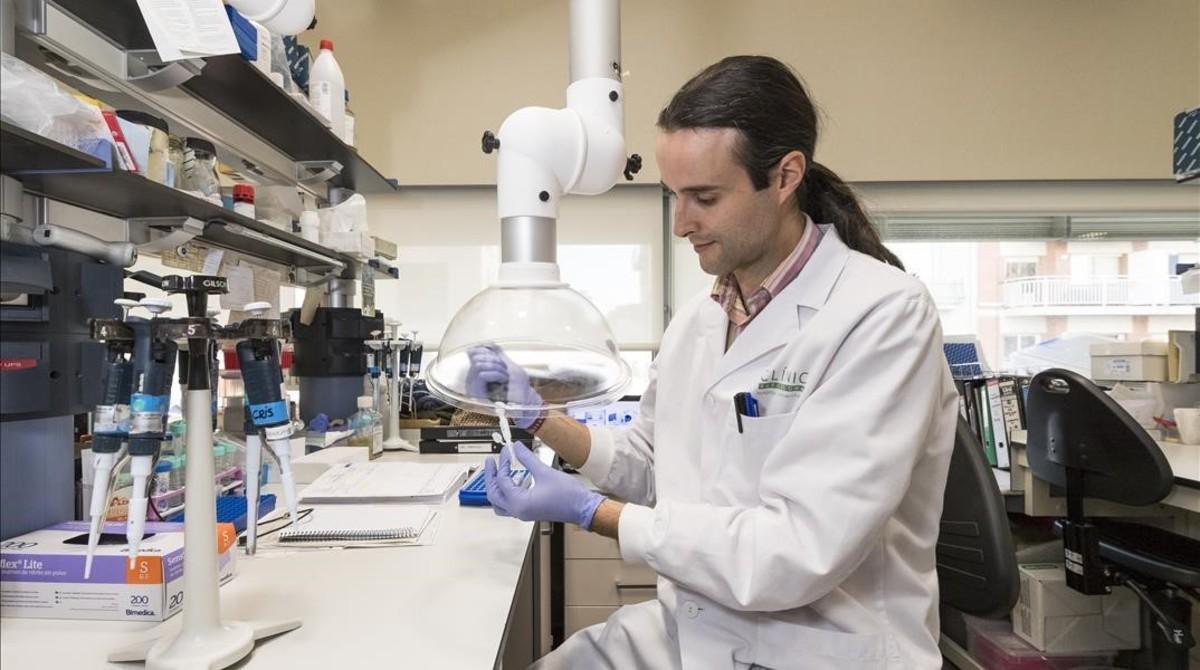 Iñaki Martín, investigador del Idibaps queha participado en el programa de epigenética Blueprint, enel Centro Esther Koplovitz (CEK) de Barcelona.