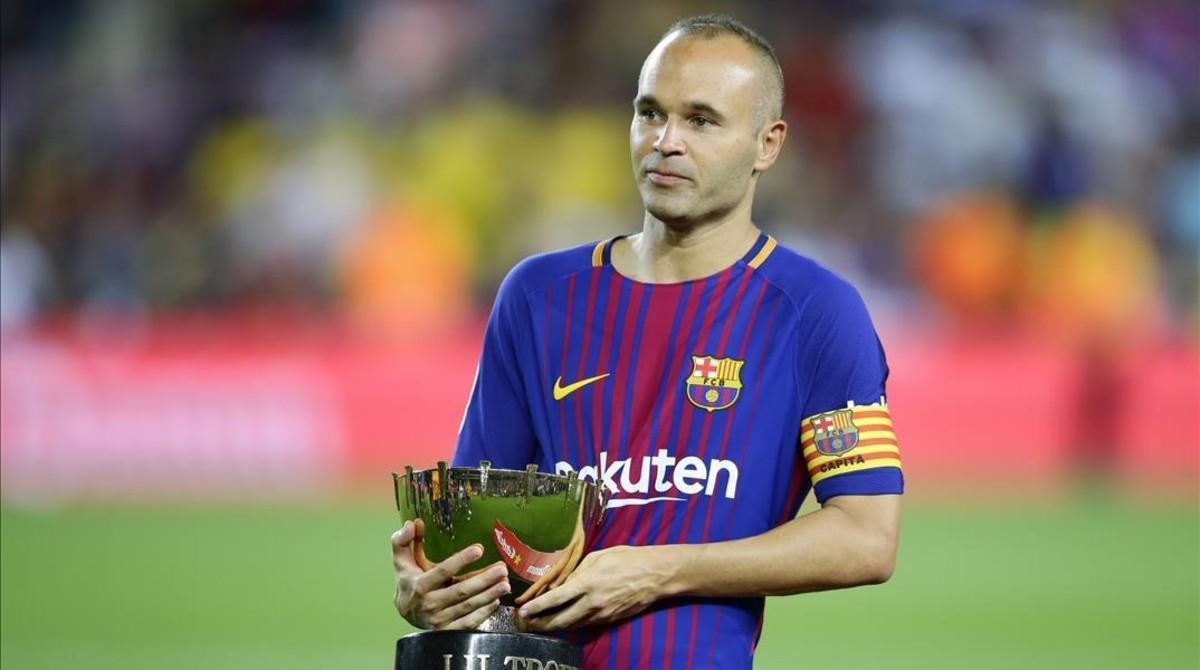 Iniesta, con el trofeo Joan Gamper.