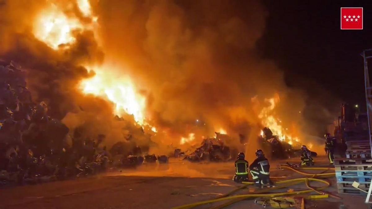 Arde una chatarrería en Leganés, sin causar heridos ni intoxicados.