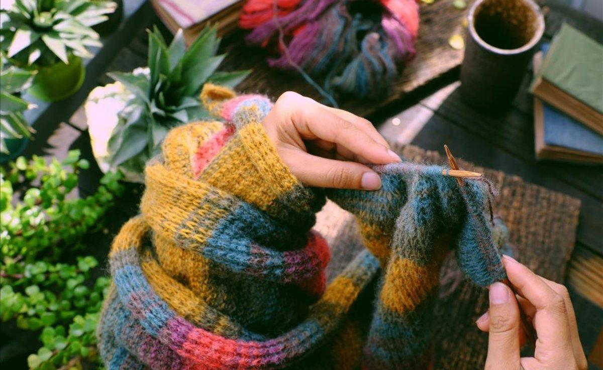 La actividad de tejer ayuda a la concentración y calma los nervios.