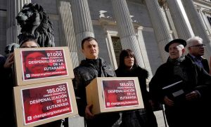 Entrega de firmas en el Congreso para solicitar la despenalización de la eutanasia.