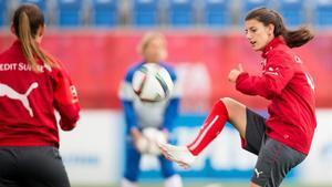 Florijana Ismaili, en un entrenamiento de Suiza en el Mundial del 2015.
