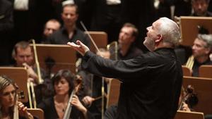 El director MarcMinkowski durante un concierto.