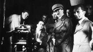 Hitler y (a su derecha) Goebbels, en un rodaje.