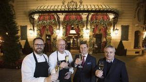 De izquierda a derecha, Marc Mallasen, chef de El Palace, Jaume Subirós, chef de El Motel, Jean Marie Le Gall, director del Hotel Palace, y Quim Vila.